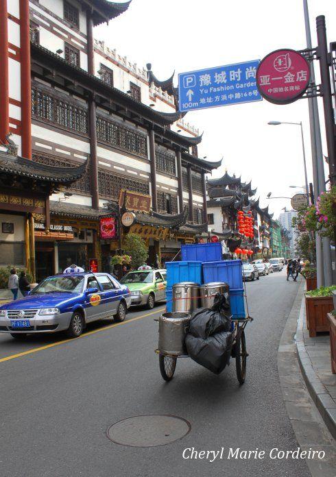 Yuyuan, Shanghai 2011, main street.